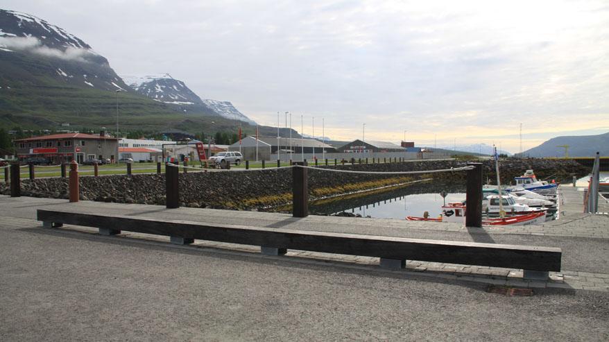 Smábátahöfnin á Reyaðrfiðir, bryggjutimbur notað við frágang
