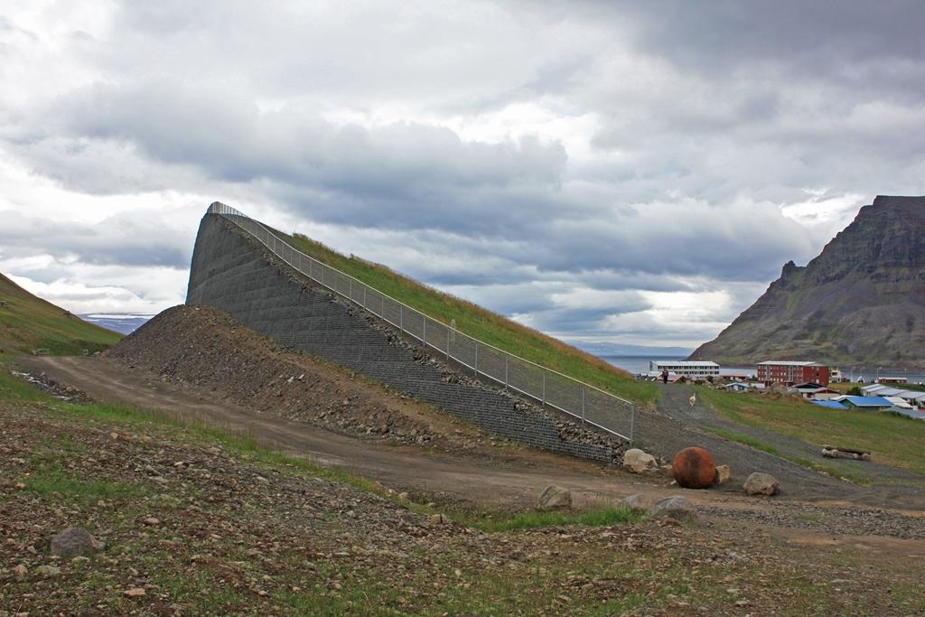 Snjóflóðavarnir undir Traðarhyrnu