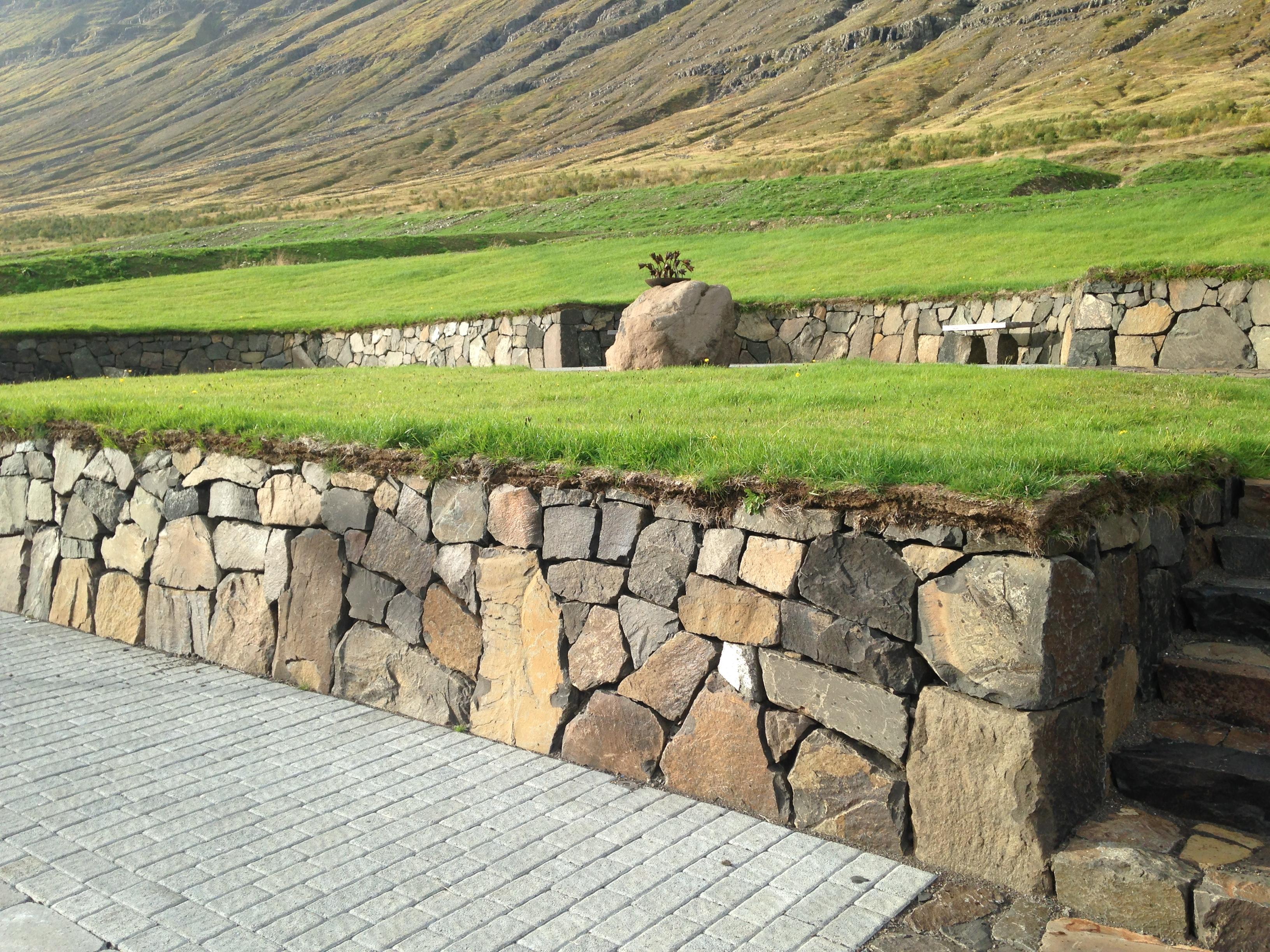 Minningarreitur við snjóflóðagarða Neskaupstað